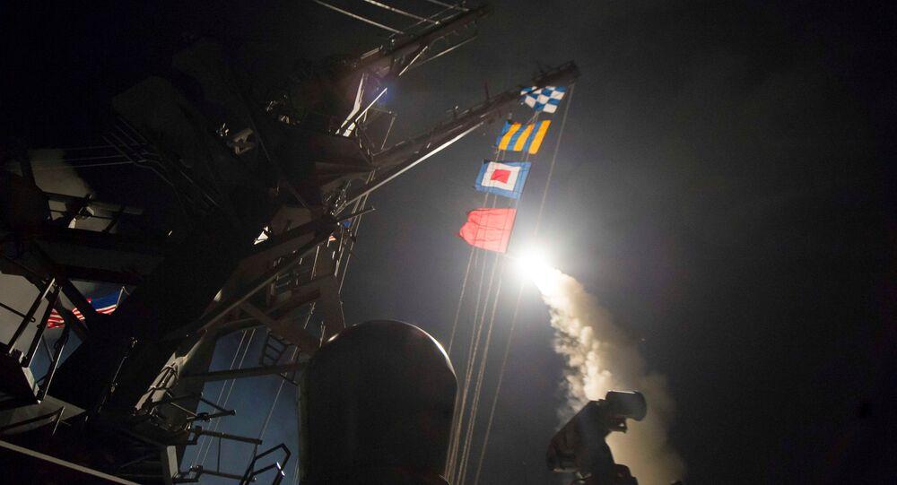 Le lancement des missiles Tomahawk contre une base syrienne