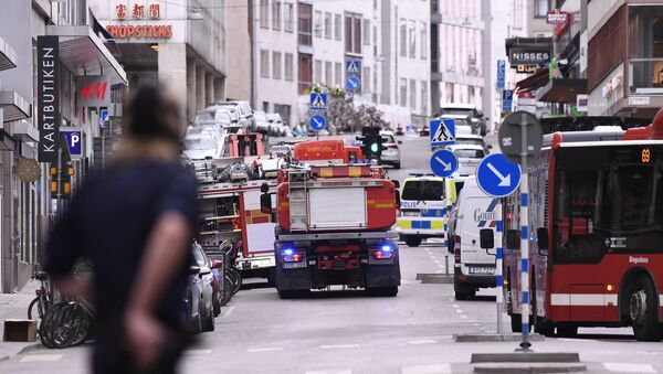Emergency servies work at the scene where a truck crashed into the Ahlens department store at Drottninggatan in central Stockholm - Sputnik France
