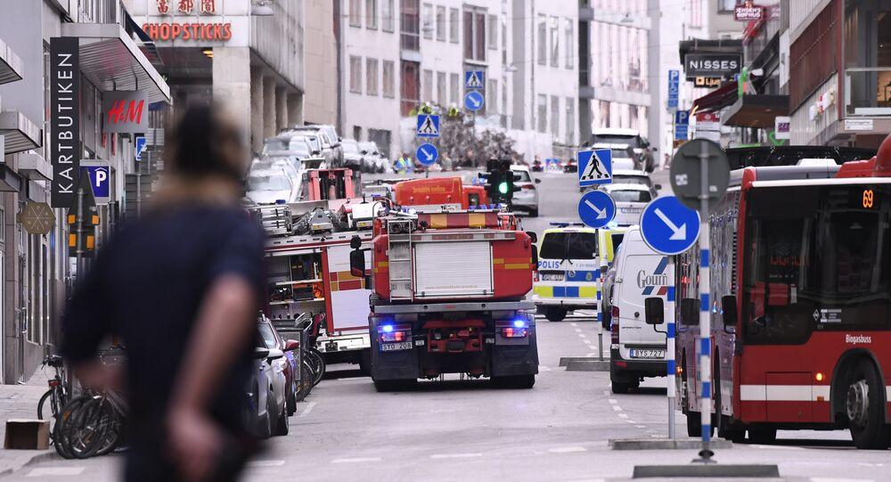 Un camion fonce dans une foule de piétons à Stockholm, plusieurs morts et blessés