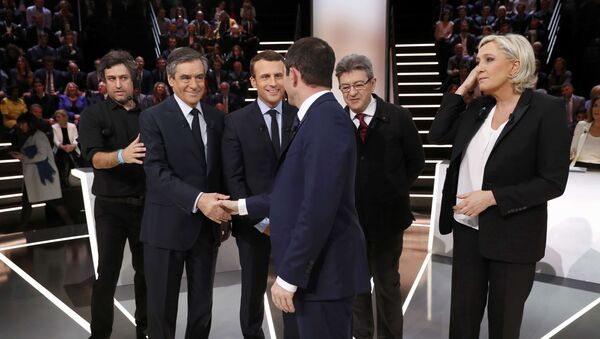 Candidates for the 2017 presidential election (LtoR) Francois Fillon, former French Prime Minister, member of the Republicans and candidate of the French centre-right, Emmanuel Macron, head of the political movement En Marche !, or Onwards !, Jean-Luc Melenchon of the French far left Parti de Gauche, Marine Le Pen, French National Front (FN) political party leader and Benoit Hamon of the French Socialist party (PS) pose before a debate organised by French private TV channel TF1 in Aubervilliers, outside Paris, France, March 20, 2017. - Sputnik France