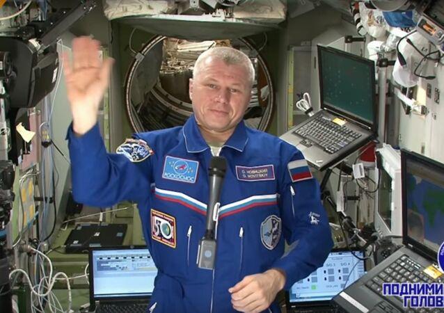 Des félicitations pour la Journée des cosmonautes depuis l'ISS