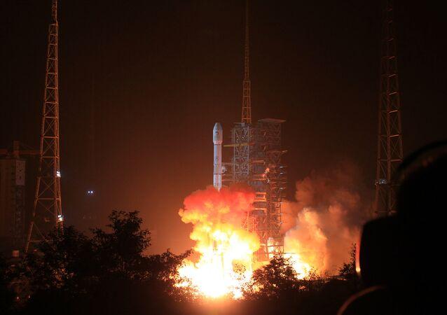 La Chine lance son premier satellite pour fournir Internet à haut débit