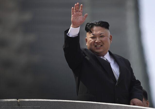 Le dirigeant nord-coréen Kim Jong-un lors du défilé militaire du 15 avril