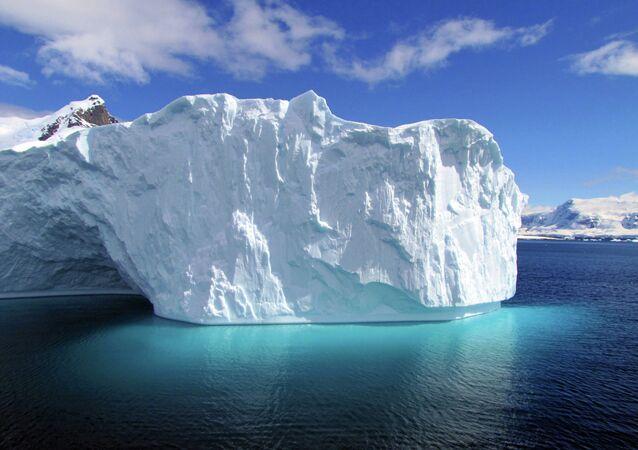 Apprendre la géographie grâce à l'iceberg détaché de l'Antarctique