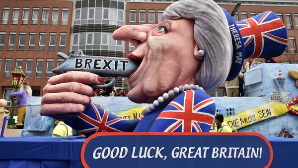 A carnival float depicts British Prime Minister Theresa May with a gun and the writing 'Brexit' on it prior to the traditional carnival parade in Duesseldorf, Germany, on Monday, Feb. 27, 2017. - Sputnik France