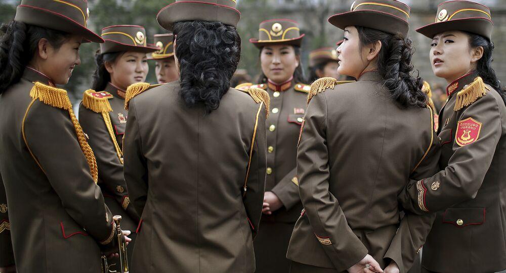 Bataillons féminins, missiles neufs: un aperçu du défilé militaire en Corée du Nord