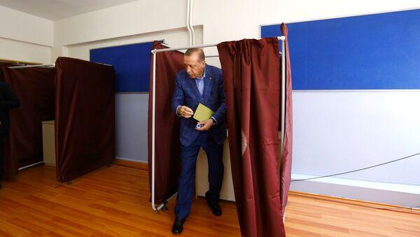 Moscou sur le référendum: c'est «une question de souveraineté de la République de Turquie» - Sputnik France