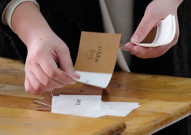 Référendum en Turquie: l'opposition veut un nouveau décompte