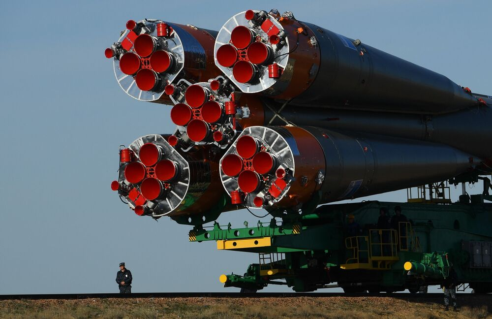 La fusée Soyouz FG et le vaisseau Soyouz MS-04 sur le pas de tir Gagarine de Baïkonour