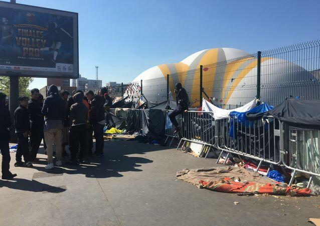 Un campement de migrants de la Porte de la Chapelle à Paris