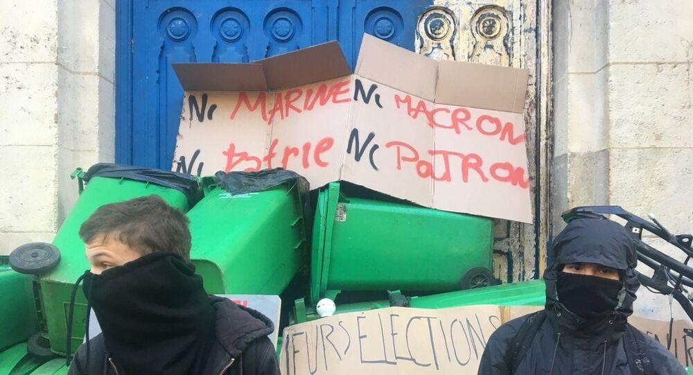 « Ni Le Pen, ni Macron»: une manifestation non autorisée éclate Place de la République