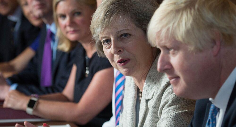 Theresa May sommée de réduire l'influence politique de Boris Johnson