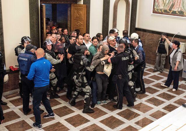 Violences au parlement macédonien