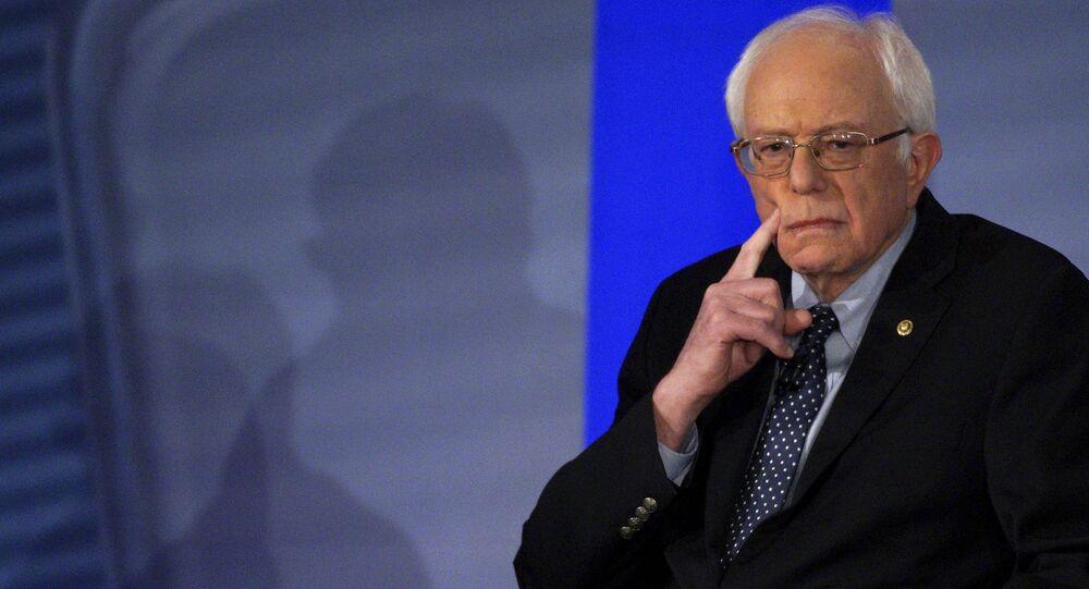 Bernie Sanders réagit aux mèmes sur ses mitaines virales