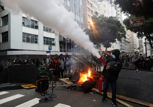 Une grève générale contre les réformes du Président Michel Temer a été lancée au Brésil