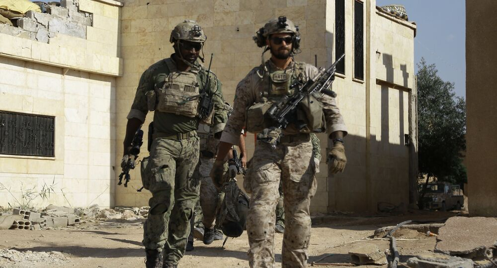 Des soldats US dans le village de Fatisah dans la province de Raqa