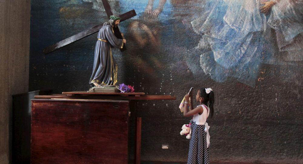 La statue de Jésus dans une cathédrale de Managua