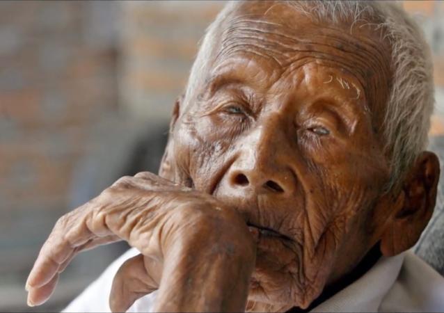 Le probable plus vieil homme sur Terre meurt en Indonésie à l'âge de 146 ans