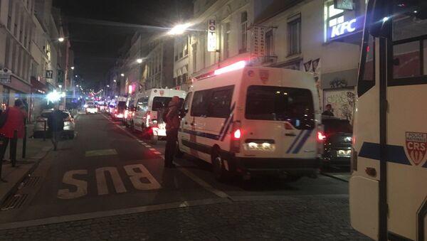 Des véhicules de CRS quadrillent le quartier - Sputnik France
