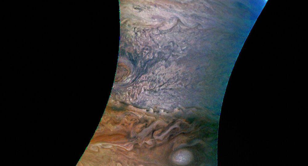 Une  image de Jupiter  taken prise par la sonde  Juno