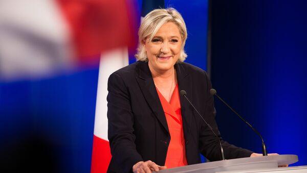 Лидер политической партии Франции Национальный фронт, кандидат в президенты Франции Марин Ле Пен на вечернем мероприятии по итогам голосования во время второго тура президентских выборов во Франции. - Sputnik France