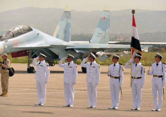 Sur la base aérienne de Hmeimim, on célèbre aussi la Journée de la Russie!