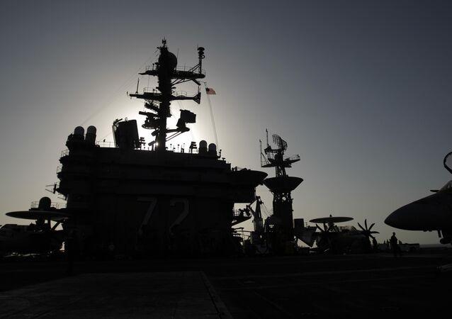 Le porte-avions USS Abraham Lincol, image d'illustration