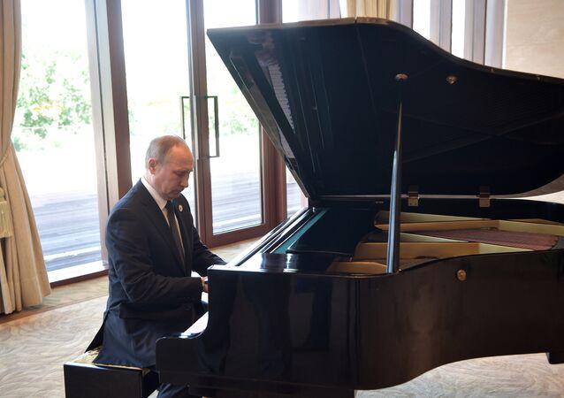Matsouïev: «Poutine apprend à jouer du piano mais je ne lui donne pas de leçons»