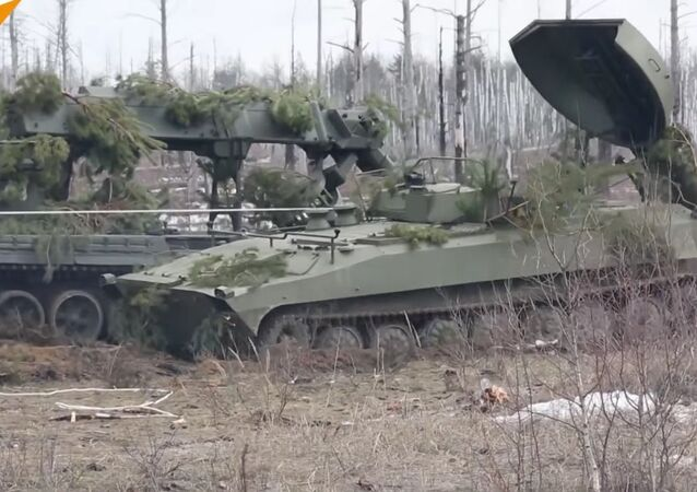 Une véhicule de déminage russe UR-77 en action en Syrie