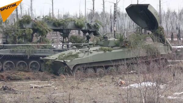 Une véhicule de déminage russe UR-77 en action en Syrie - Sputnik France