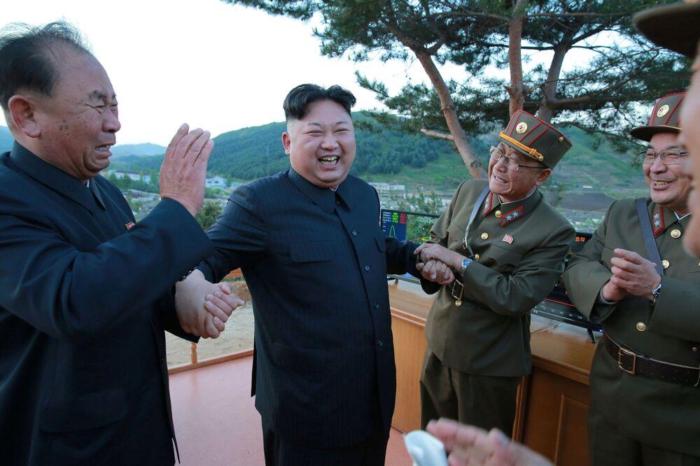 Les essais du missile balistique nord-coréen de moyenne portée Hwasong-12