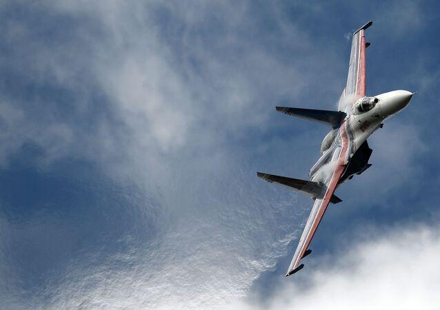 Un chasseur Su-27