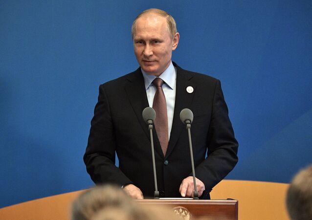 «L'Occident assis sur la tête de Moscou, les jambes dans le vide, mâche du chewing-gum»