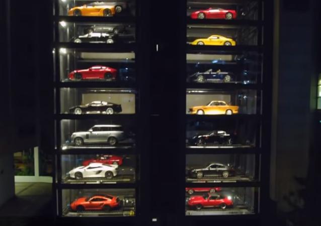 Ce concessionnaire de Singapour est un distributeur automatique de voitures!