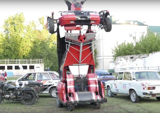 Une Lada russe convertie en transformer