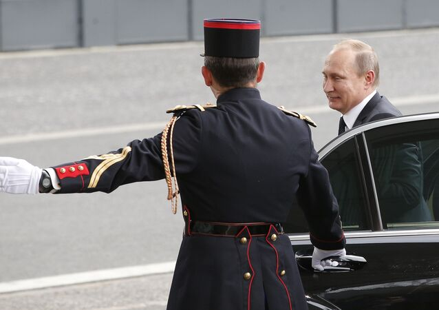 Vladimir Poutine à Paris (archives)