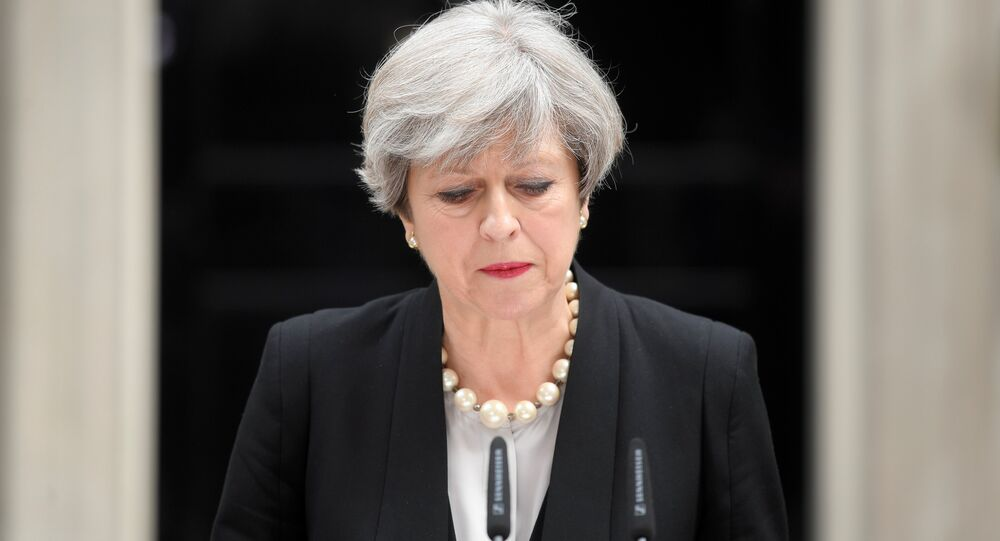 Theresa May n'aurait pas sa majorité parlementaire, selon YouGov