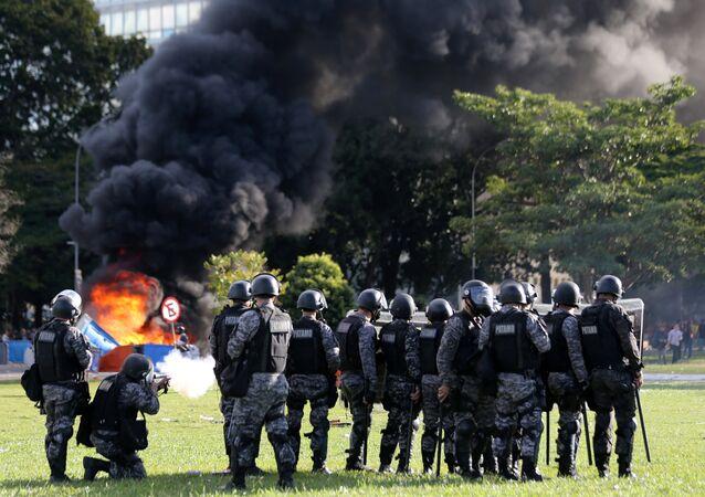 Au Brésil, le ministère de l'Agriculture incendié, les ministères évacués