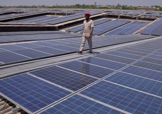 Une centrale solaire photovoltaïque en Inde (Image d'illustration)