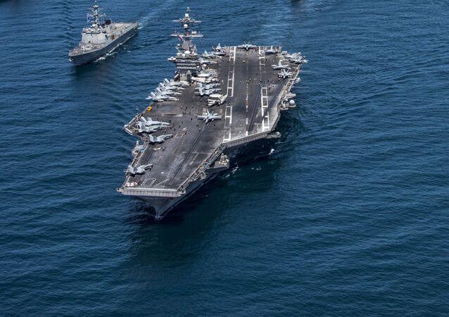 Les USS Carl Vinson et Ronald Reagan prennent le cap de leurs ports d'attache