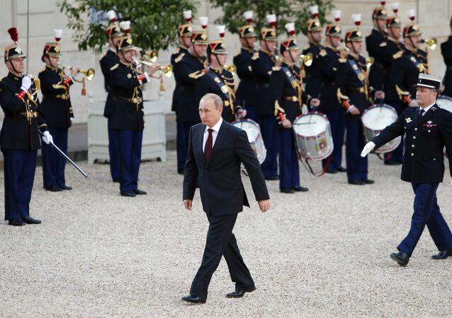 Vladimir Poutine en visite à Paris
