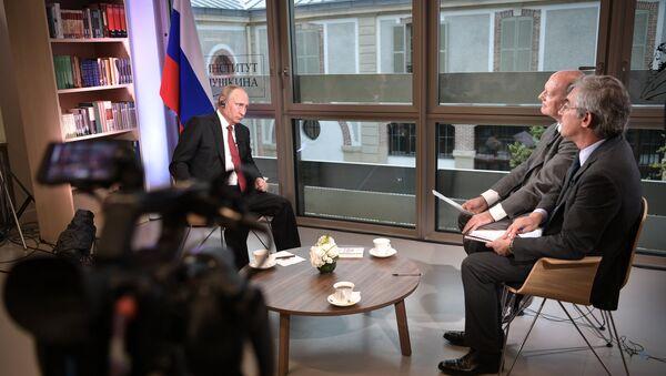 Poutine lors de l'interview accordée au Figaro - Sputnik France