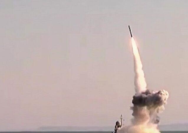 les tirs de missiles de croisière de type Kalibr sur les positions de Daech. Archive photo