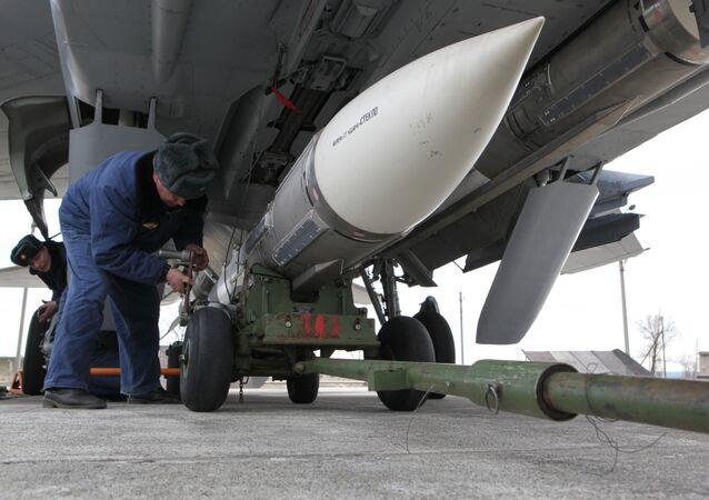 Un missile air-air pour équiper un chasseur MIG-31