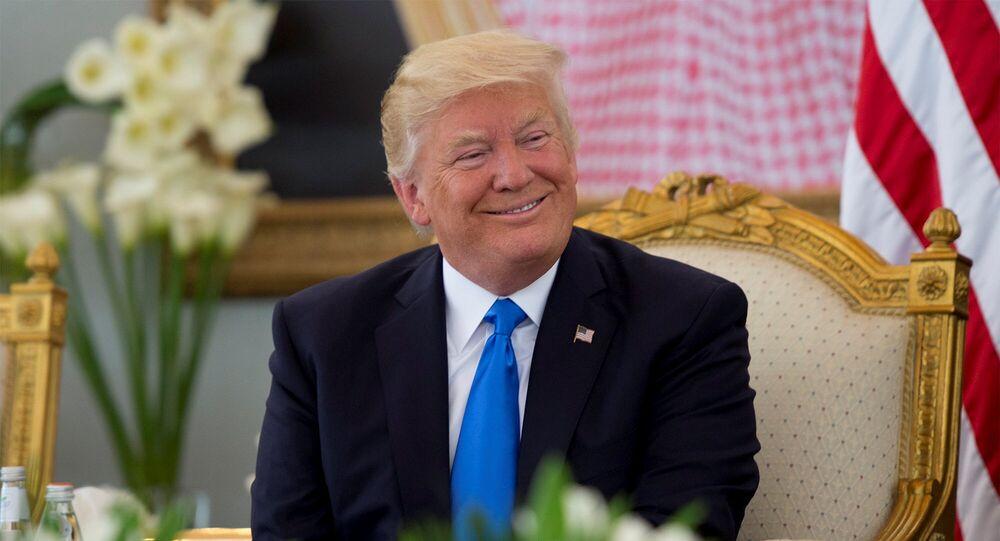 Quand Trump joue l'invité-surprise à un mariage
