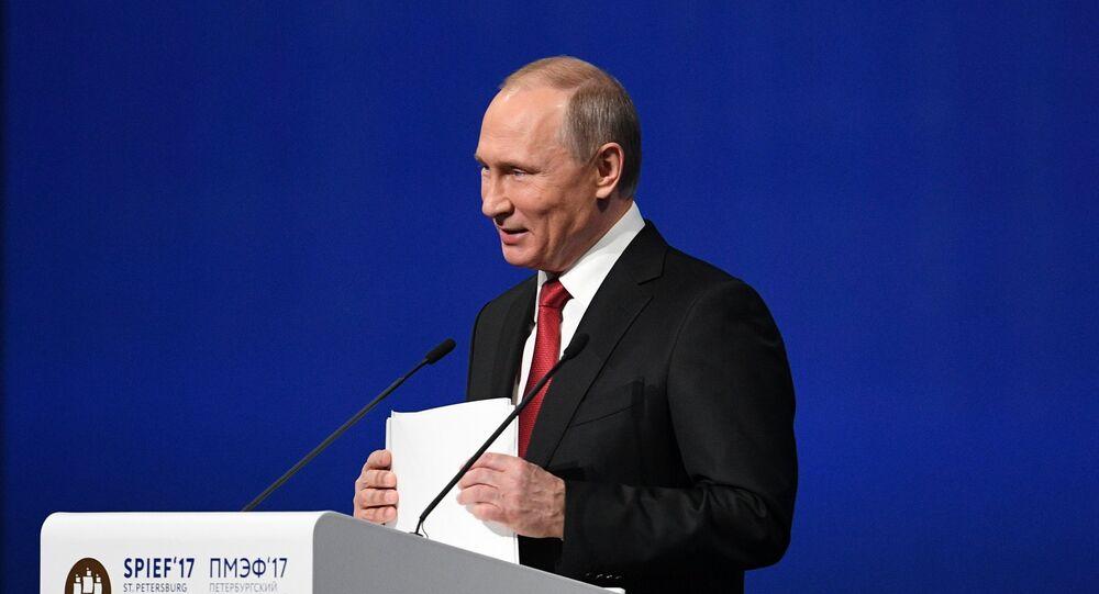 «Repos!»: la blague militaire de Vladimir Poutine au SPIEF