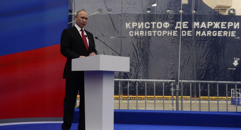 Vladimir Poutine, le Président russe, a participé à Saint-Pétersbourg à la cérémonie inaugurale du baptême du superméthanier brise-glace de la classe Arc 7 qui porte le nom de l'ancien PDG de Total Christophe de Margerie.