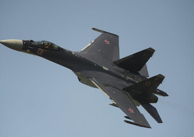 Un chasseur Su-35