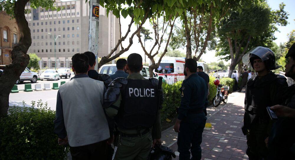 Fusillade dans le parlement iranien: sept morts, quatre otages