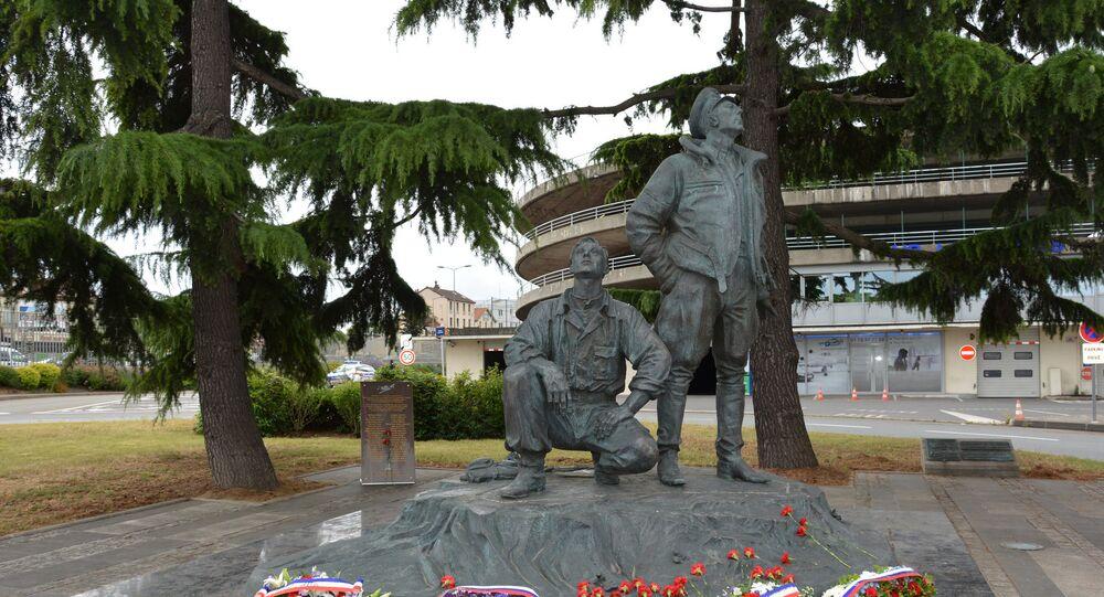 Monument pour les pilotes du Normandie-Niemen
